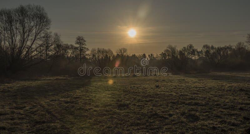 Nascer do sol perto da cidade de Bakov nad Jizerou imagem de stock