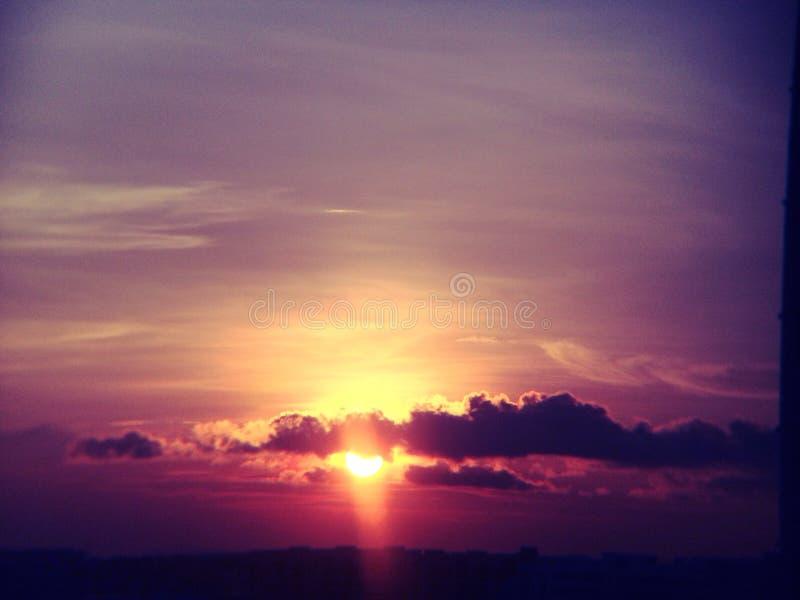 Nascer do sol roxo imagem de stock royalty free