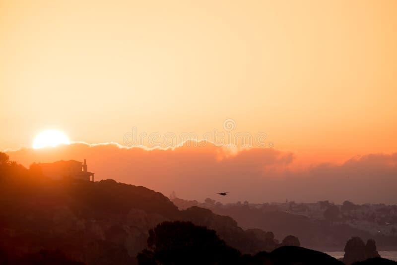 Nascer do sol silencioso no Algarve fotos de stock royalty free