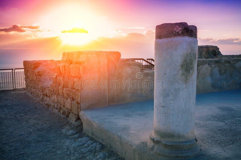 Nascer do sol sobre as ruínas do palácio do rei Herod fotos de stock