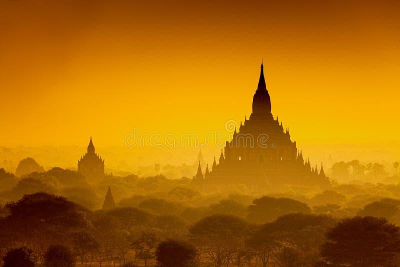Nascer do sol sobre Bagan antigo fotografia de stock