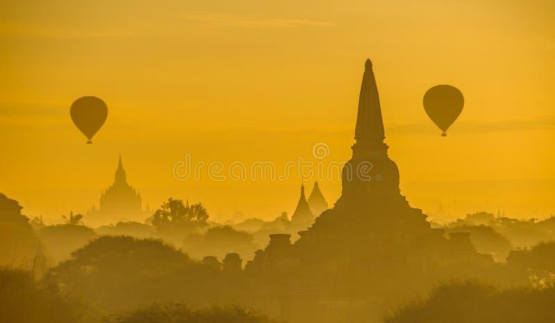 Nascer do sol sobre Bagan antigo, Myanmar fotos de stock royalty free