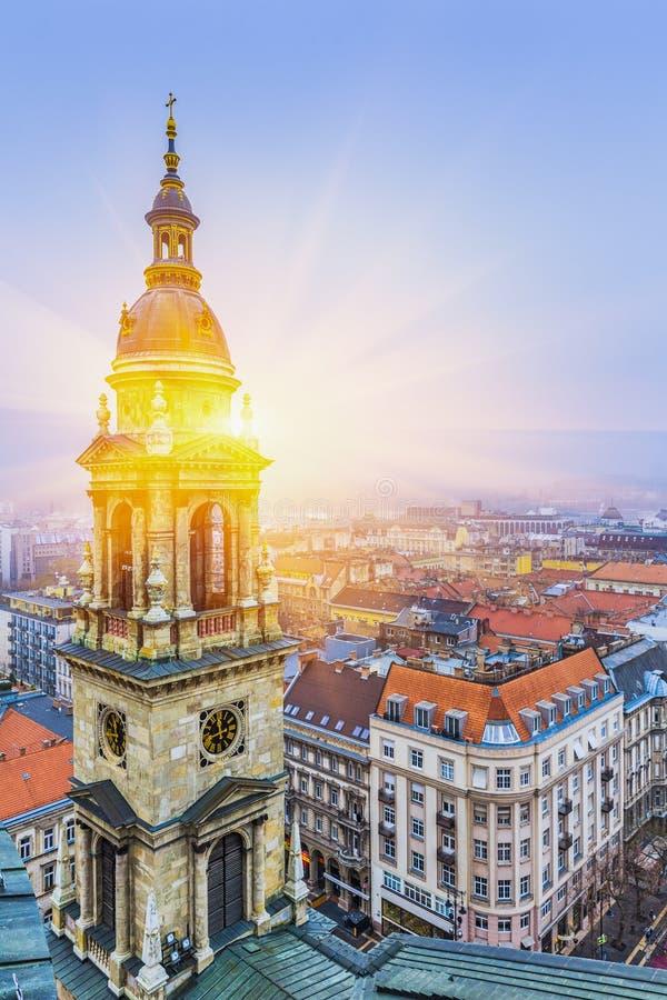 Nascer do sol sobre Budapest no inverno, vista aérea Hungria imagem de stock royalty free