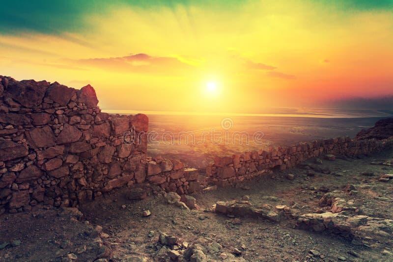 Nascer do sol sobre a fortaleza de Masada foto de stock