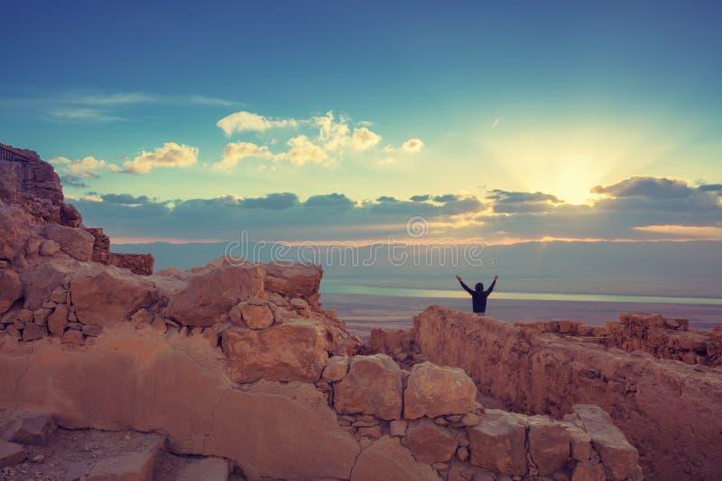 Nascer do sol sobre a fortaleza de Masada fotos de stock royalty free