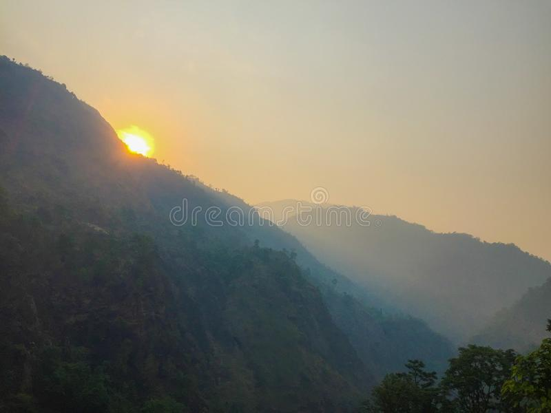 Nascer do sol sobre Himalayas imagem de stock royalty free