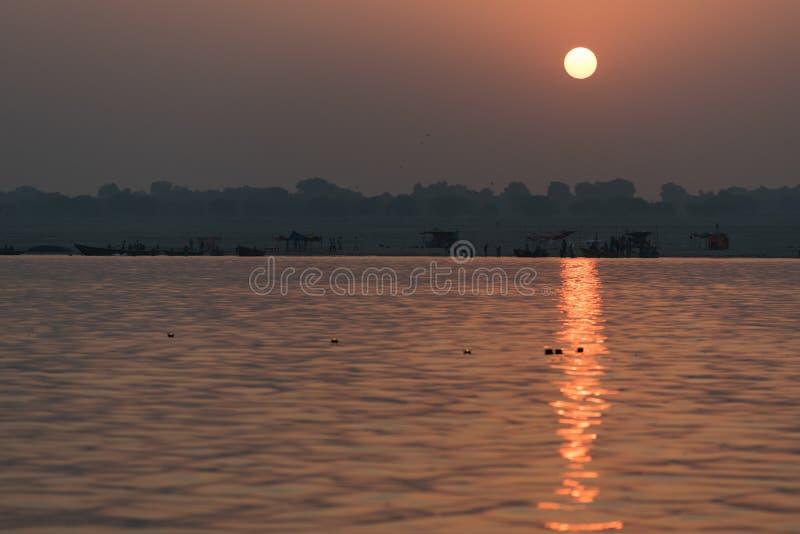 Nascer do sol sobre o Ganges imagens de stock