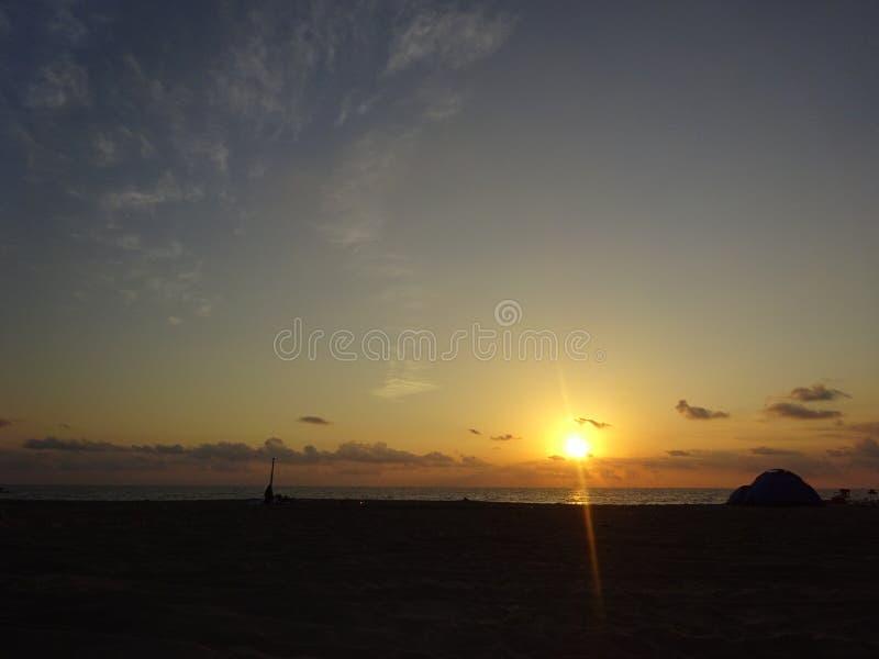 Nascer do sol sobre o horizonte - Ras Al Khaimah fotos de stock royalty free