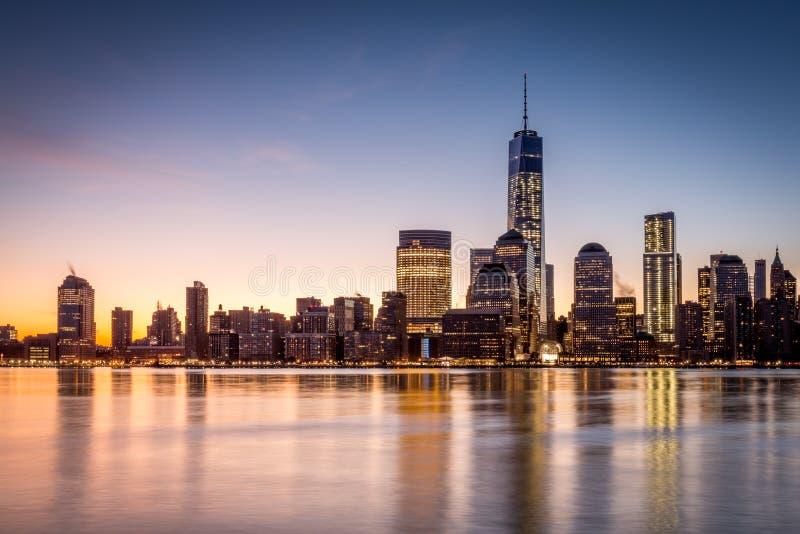 Nascer do sol sobre o Lower Manhattan fotos de stock royalty free