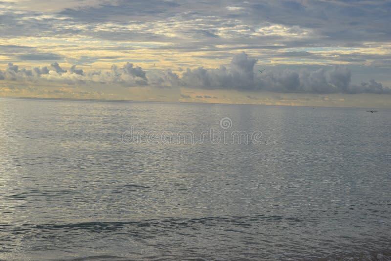 Nascer do sol sobre o oceano em Florida fotos de stock royalty free