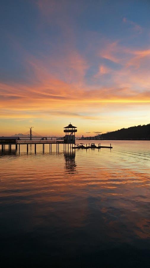 Nascer do sol sobre o rio de Brunei Darussalam fotografia de stock