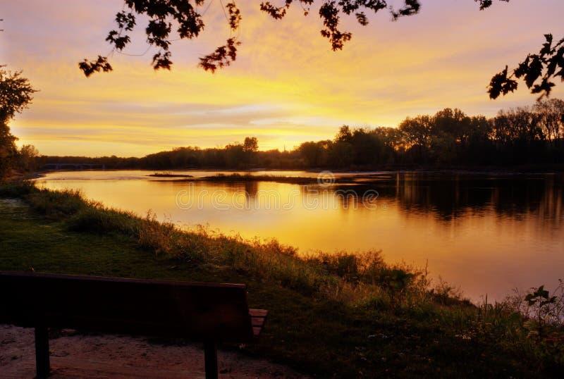 Nascer do sol sobre o rio de Maumee fotos de stock royalty free