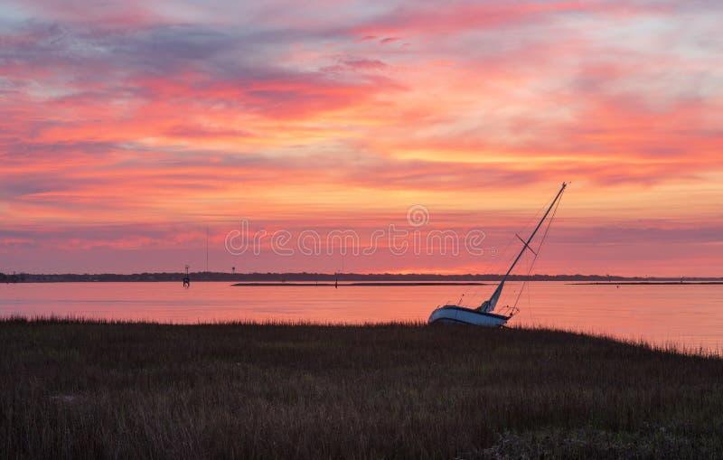 Nascer do sol sobre o tanoeiro River Charleston South Carolina fotografia de stock royalty free