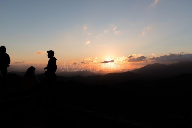 Nascer do sol sobre o vale fotos de stock