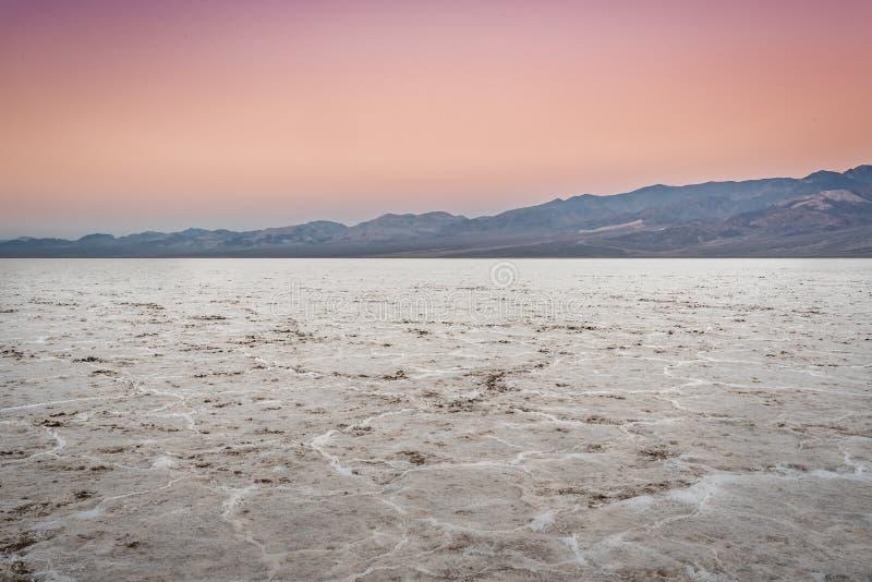 Nascer do sol sobre planos de sal fotos de stock