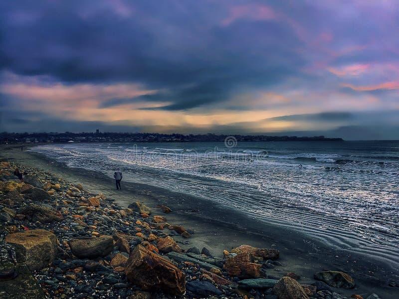 Nascer do sol sobre a praia de Easton fotos de stock