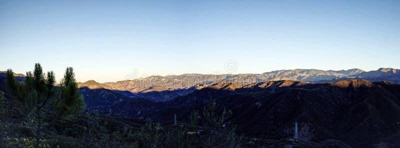 Nascer do sol sobre Santa Ynez Mountains imagem de stock
