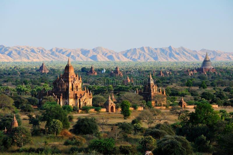 Nascer do sol sobre templos de Bagan imagem de stock royalty free