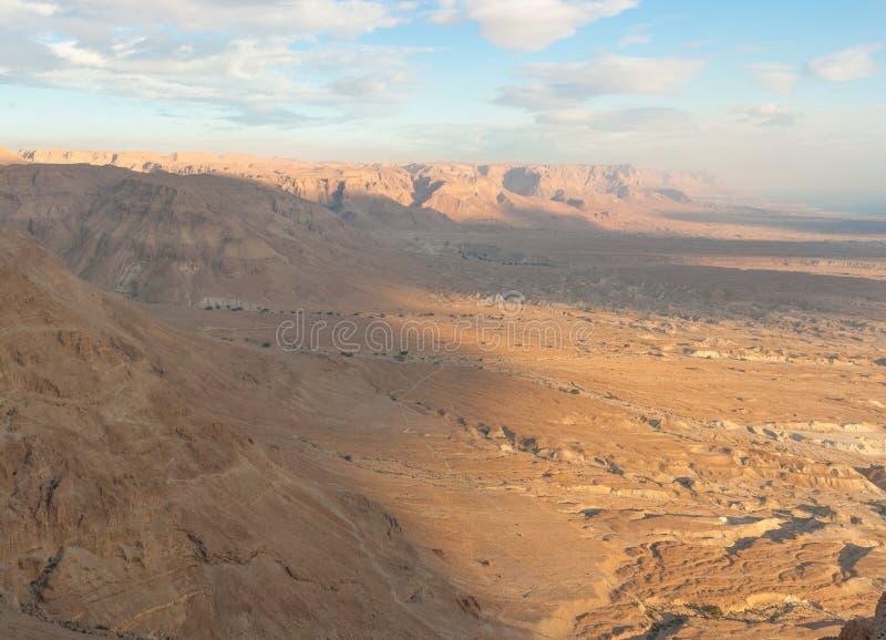 Nascer do sol sobre um deserto fotos de stock royalty free