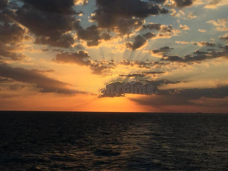 Nascer do sol surpreendente foto de stock