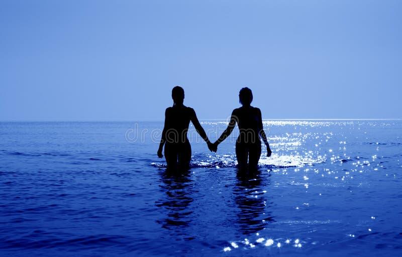 Nascer do sol tropical no oceano azul imagem de stock royalty free