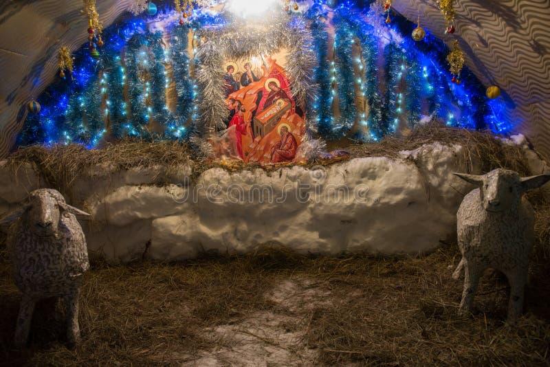 Nascimento do ` s de Jesus em uma caverna no feno fotos de stock royalty free