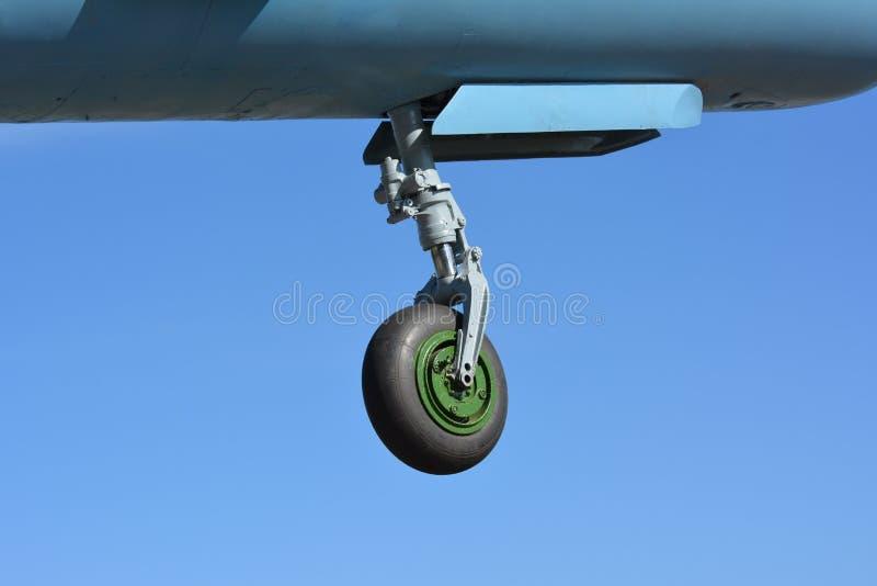Nasenfahrwerk des Flugzeugkämpfers MIG-21 stockfotografie