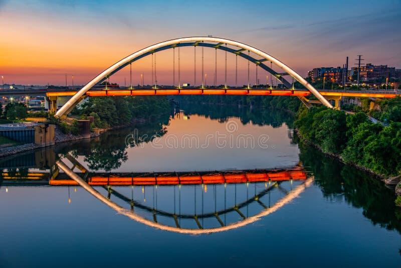 Nashville del centro Tennessee lungo il fiume Cumberland immagine stock libera da diritti