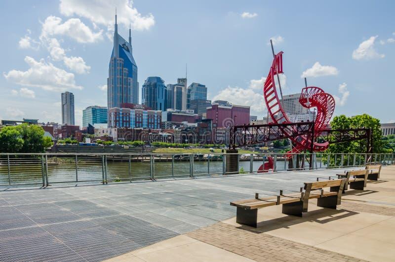 Nashville, Tennessee i stadens centrum horisont och gator royaltyfria foton