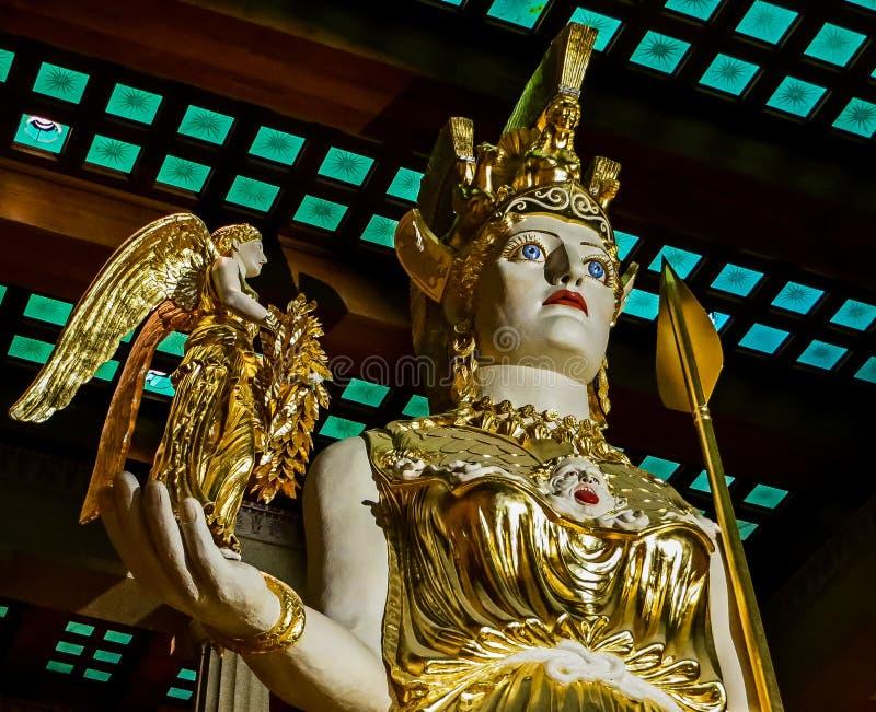 Nashville TN USA - hundraårsjubileet parkerar den jätte- statyn för Parthenonkopian av Athena med Nike royaltyfri fotografi