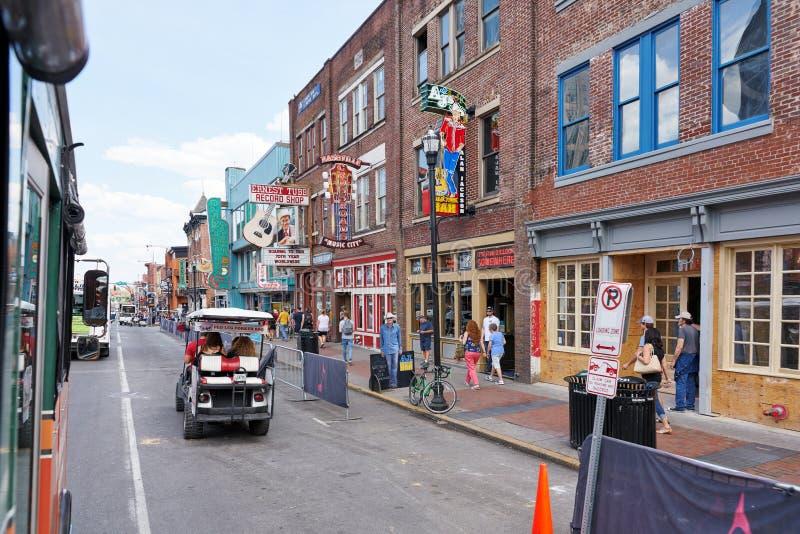 NASHVILLE, TN, usa - KWIECIEŃ 14, 2017: Nashville ` s historyczny Broadw obraz royalty free
