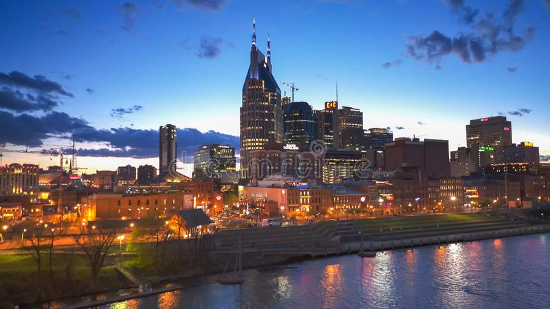 NASHVILLE, usa - Kwiecień, 6, 2017: noc strzelająca w centrum Nashville w tennessel obraz royalty free