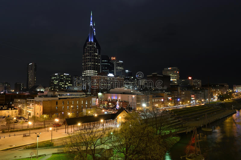 Nashville van de binnenstad bij nacht royalty-vrije stock afbeelding