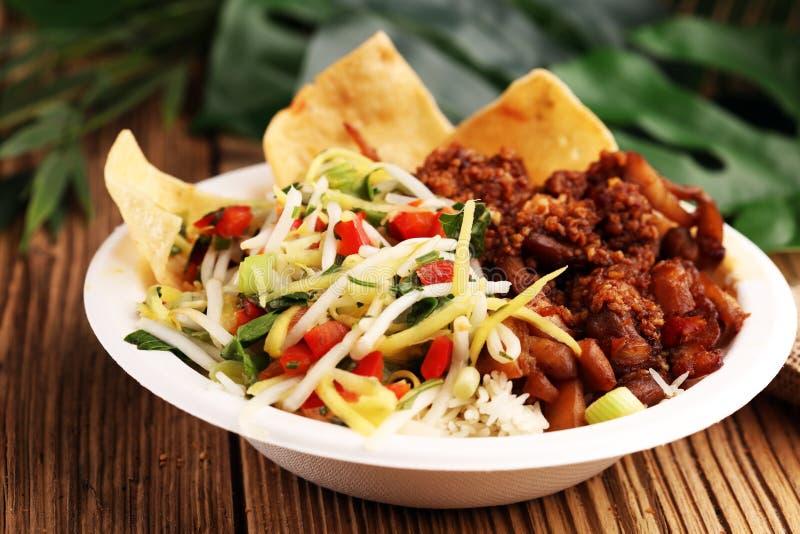 Nasi Campur Бали Популярная балийская еда риса с мясом Typic стоковое изображение rf