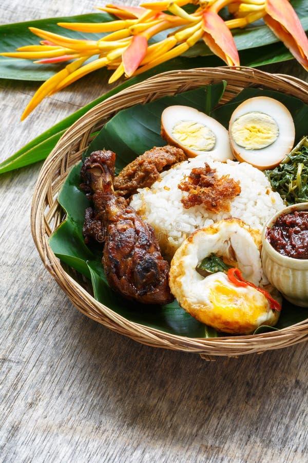 Nasi Campur, индонезийская еда стоковая фотография rf