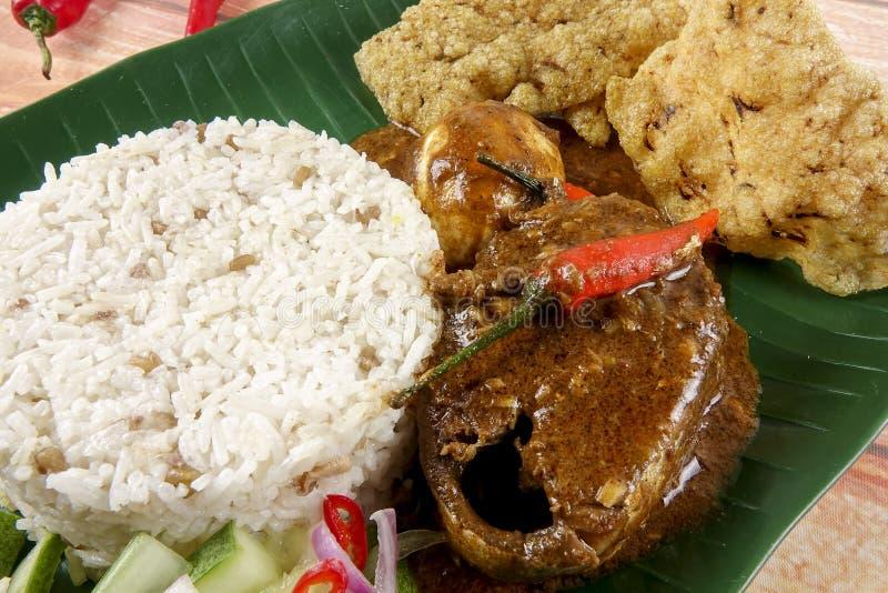 Nasi dagang,在半岛的马来西亚人的东海岸的一顿普遍的马来西亚膳食 库存图片