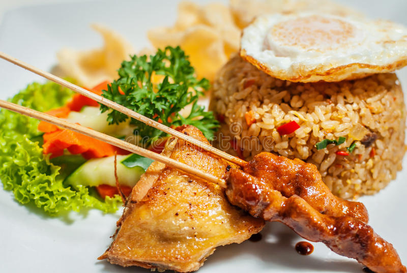 Nasi Goreng traditionell indonesisk mat royaltyfria bilder