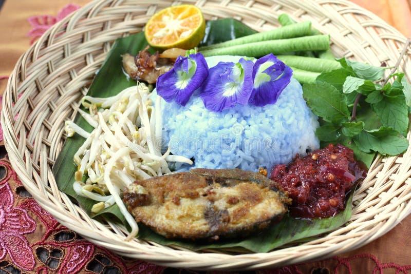 Nasi Kerabu -马来西亚传统烹调 库存照片