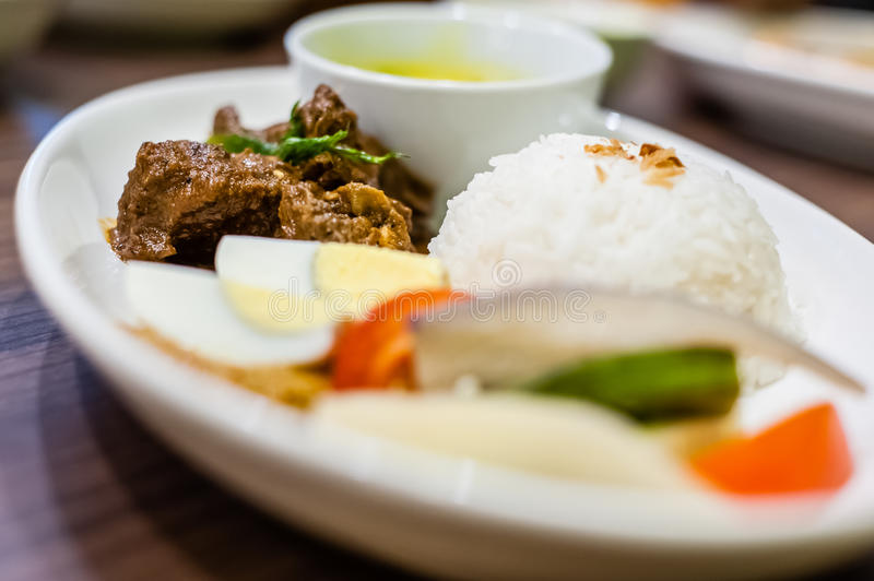 Nasi Lemak Ayam Rendang fotografie stock libere da diritti