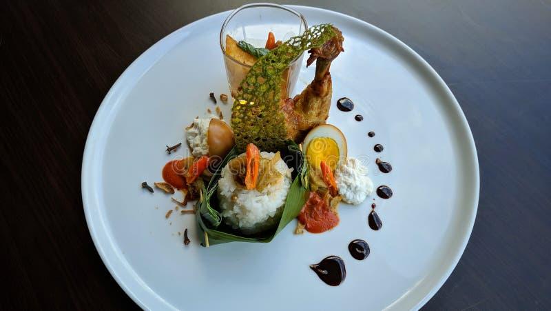 Nasi Liwet是印度尼西亚传统食物,Sego Liwet是美味米烹调用象uduk米的椰子,供食与pumpki 库存照片