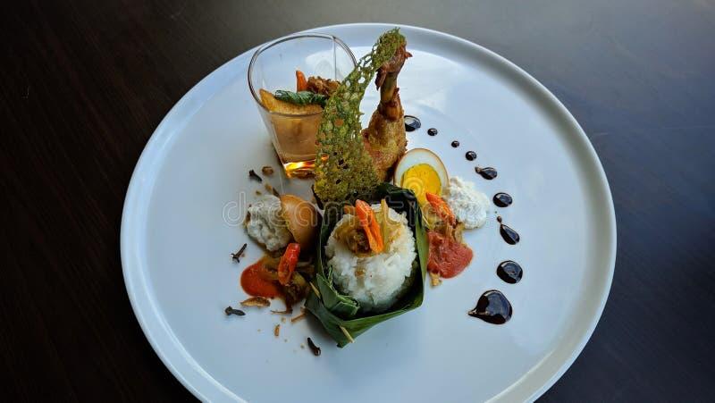 Nasi Liwet is Indonesisch traditioneel voedsel, is Sego Liwet smakelijke rijst die met kokosnoot zoals udukrijst wordt gekookt, d royalty-vrije stock foto