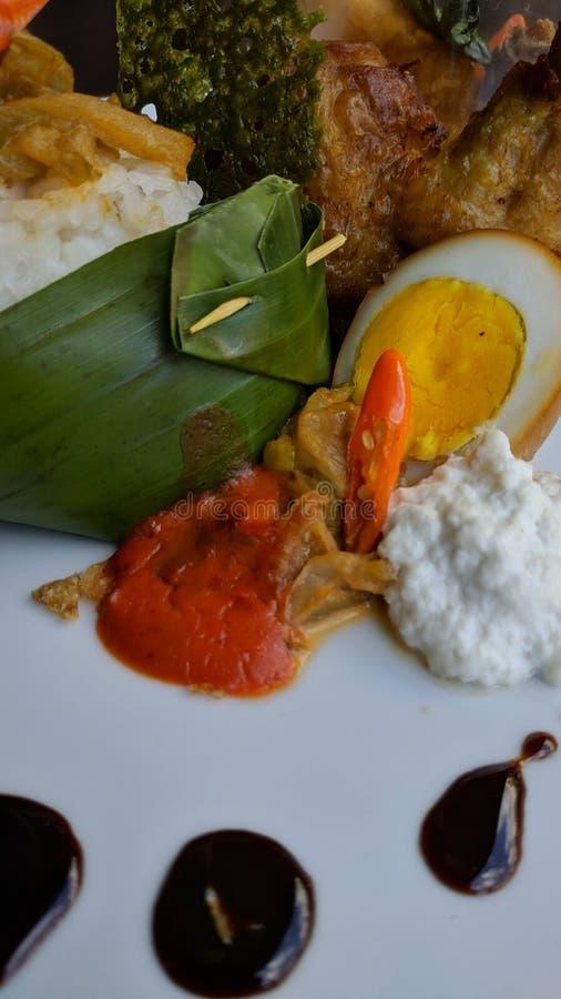 Nasi Liwet is Indonesisch traditioneel voedsel, is Sego Liwet smakelijke rijst die met kokosnoot zoals udukrijst wordt gekookt, d stock afbeelding