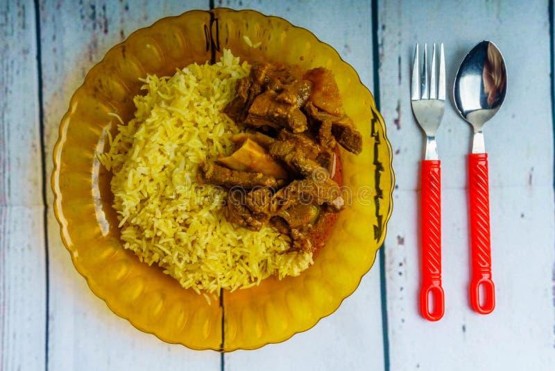 Nasi Minyak och Goat& x27; s-curry arkivbild