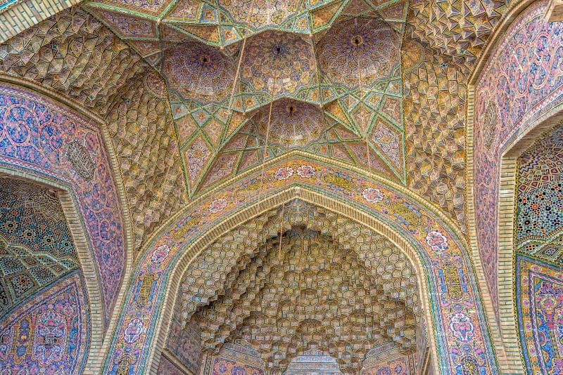 Nasir Al-Mulk Mosque välver takkupolen arkivbild