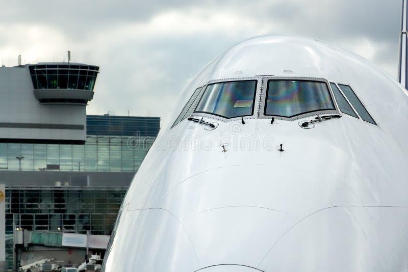 Naso del Jumbo-jet, vista frontale immagini stock libere da diritti