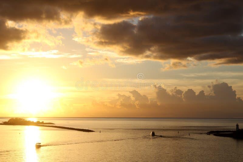 Nassau-Hafen bei Sonnenuntergang stockfoto