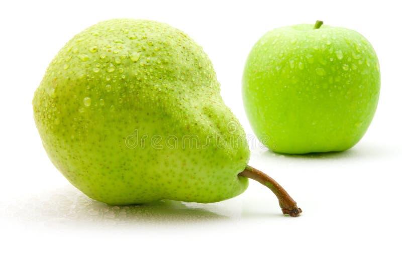 Nasse Birne und Apfel lizenzfreie stockfotografie
