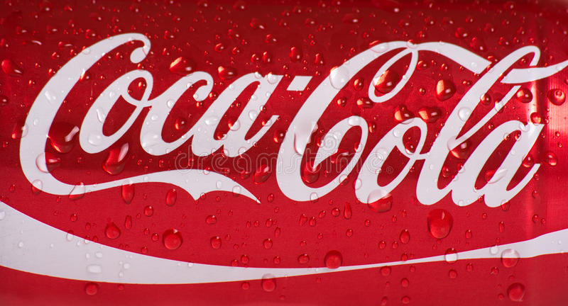Nasse Dose Coca Cola lizenzfreies stockbild