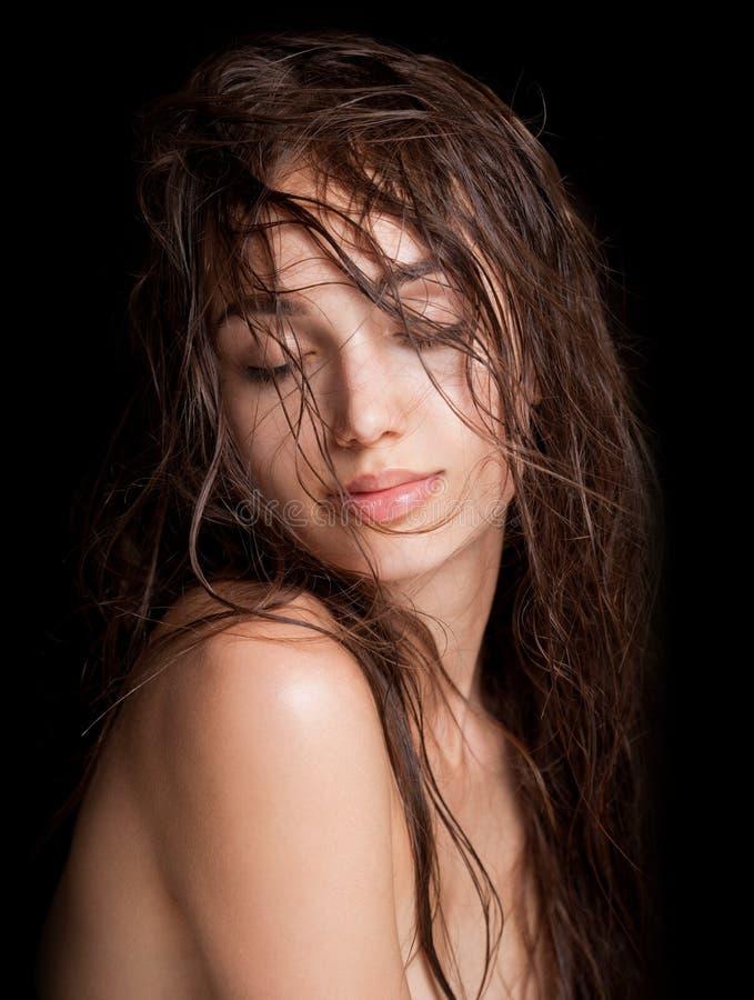 Nasse Haarschönheit lizenzfreie stockbilder