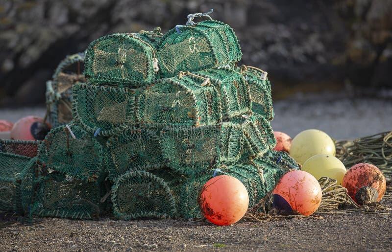 Nasse per crostacei e boe sulla parete di Scarinish Hatbour immagine stock libera da diritti